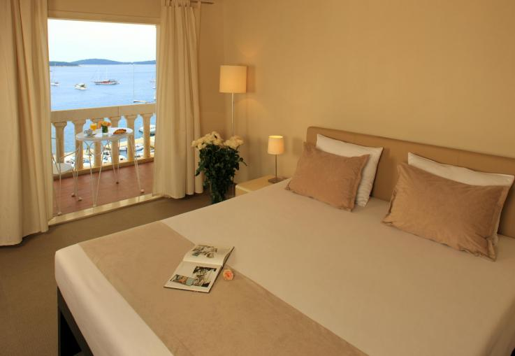 The Palace – Classic city hotel for lovers of history, architecture and sea views