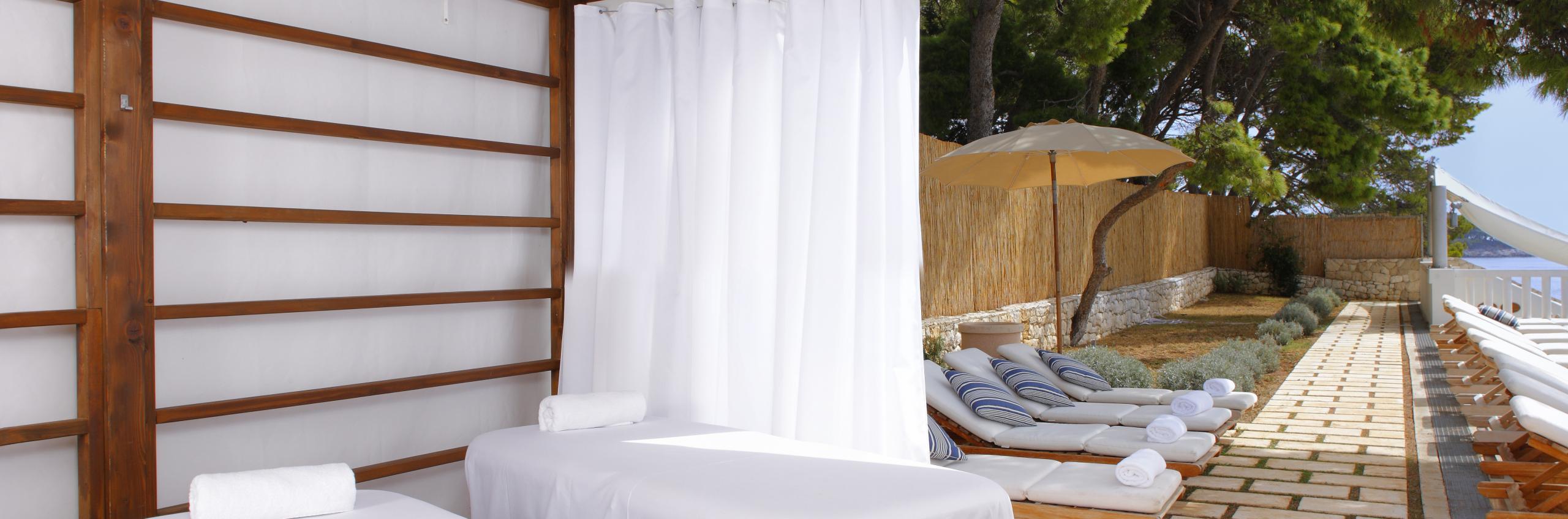 Luxury beach club Bonj 'les bains'