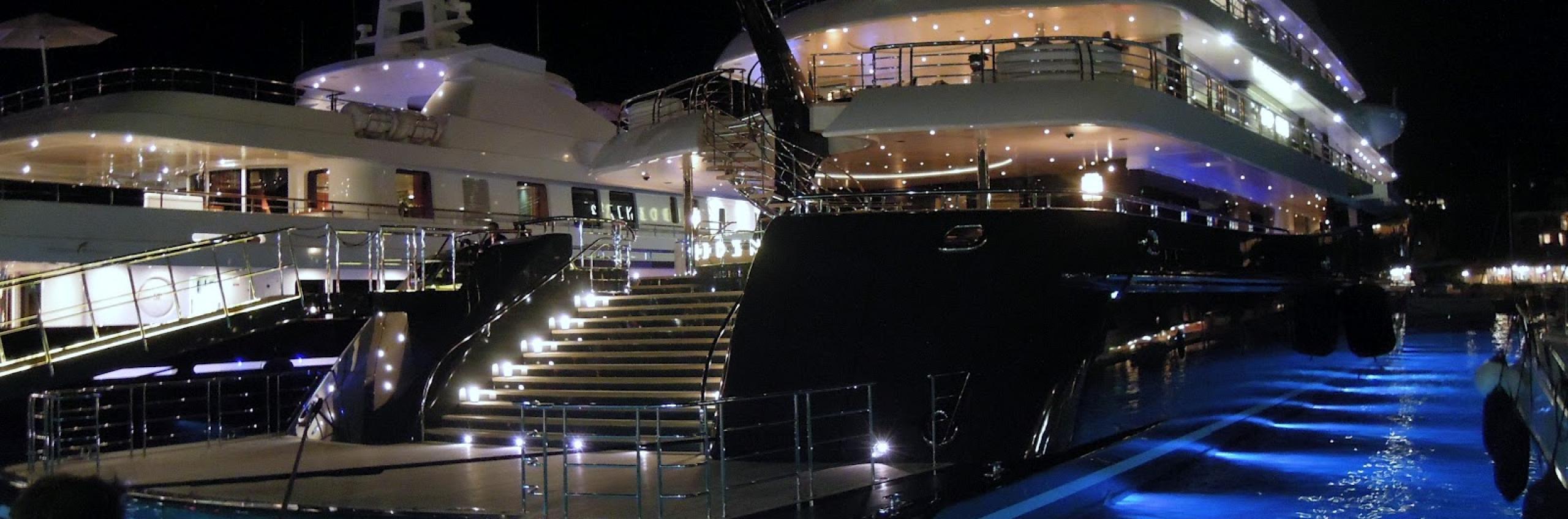 Rich & Famous Lifestyle