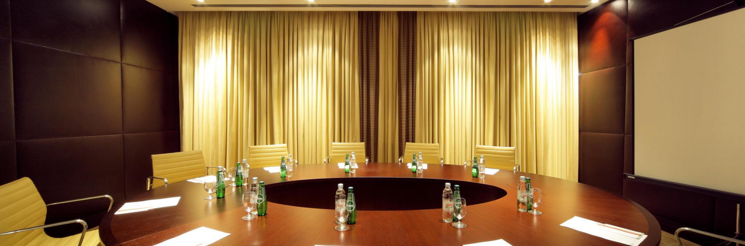 Amfora Deluxe boardroom